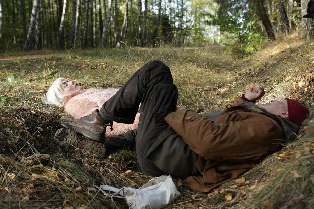 Las, 4 rano- Krzysztof Majchrzak i Olga Bołądź